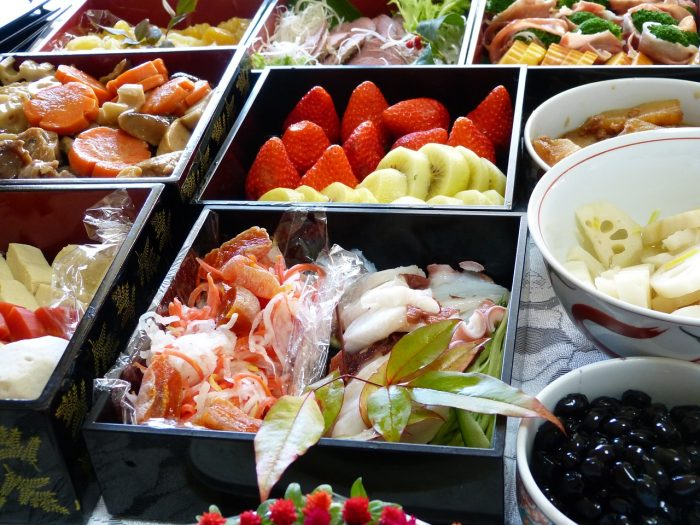 正月に太る原因は糖質です。おせち料理に使用される砂糖は約1kg