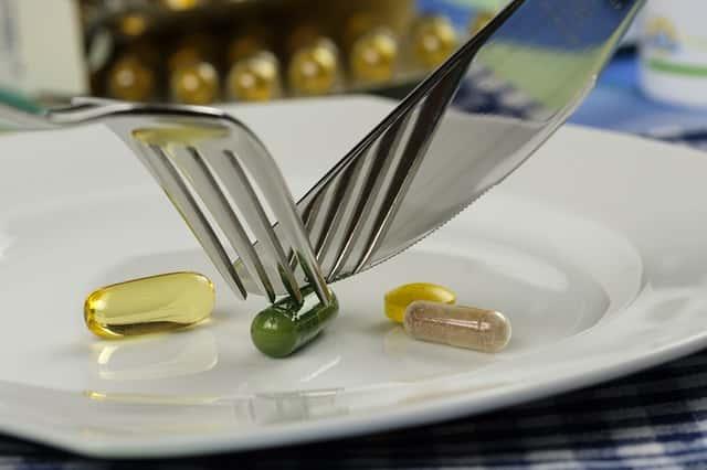 「食べ物だけで健康を保つ」と、「食事法と栄養補助食品を組み合わせる」ではどちらが優れているか